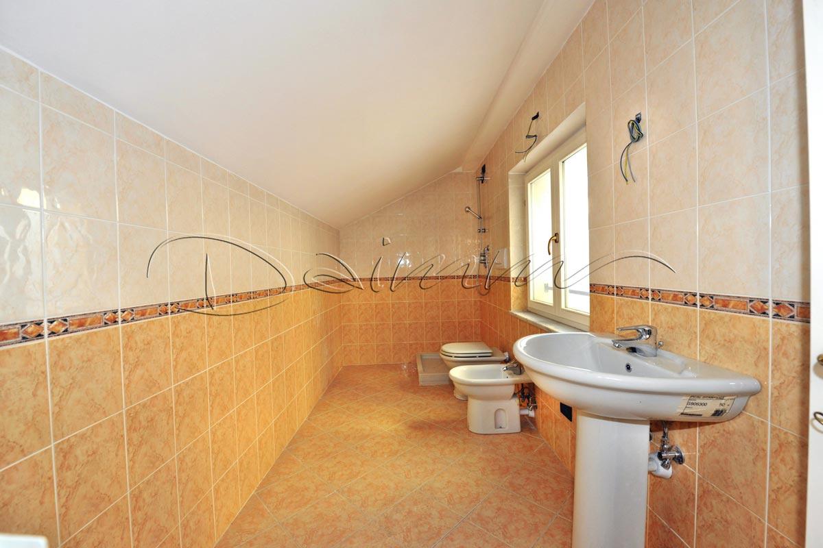 Vendita-appartamento-attico-mansarda-Genova-Centro-via-Colombo ...