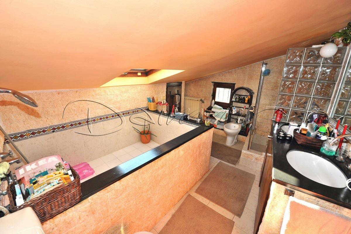 Appartamento con terrazza genova apparizione via for Casa con appartamento seminterrato in vendita