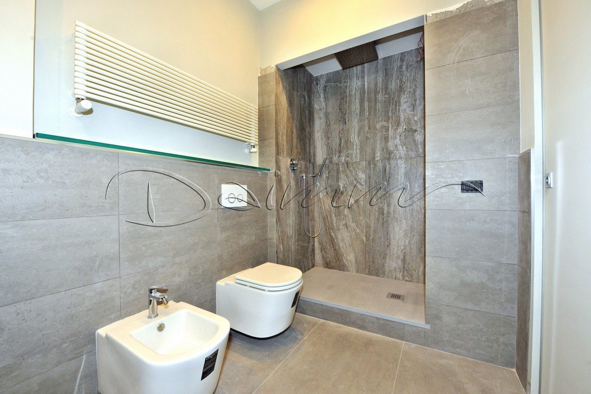 Bagno Con Doccia Al Centro : Appartamento signorile e soleggiato genova centro via roma daimm