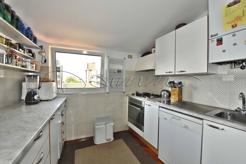 Daimm vendita appartamento con terrazzo genova centro via for Cucina arredi genova