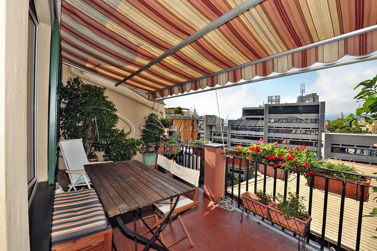 Appartamento su due piani con terrazzo genova via fieschi daimm - Appartamento con giardino genova ...